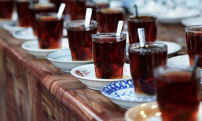 پذیرایی با چای روضه ایرانی